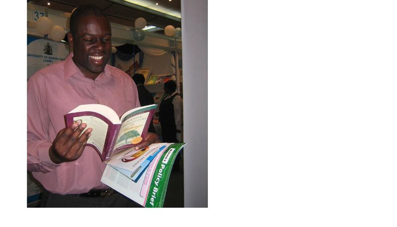 Receiving PDL Swahili at Nairboi Bookfair 2009(2)